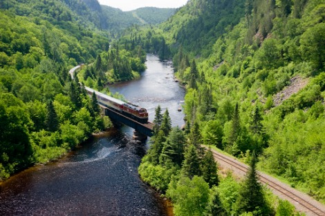 train through agawa canyon